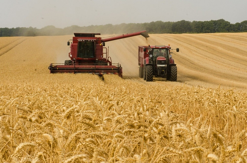 harvester-3562476_1280