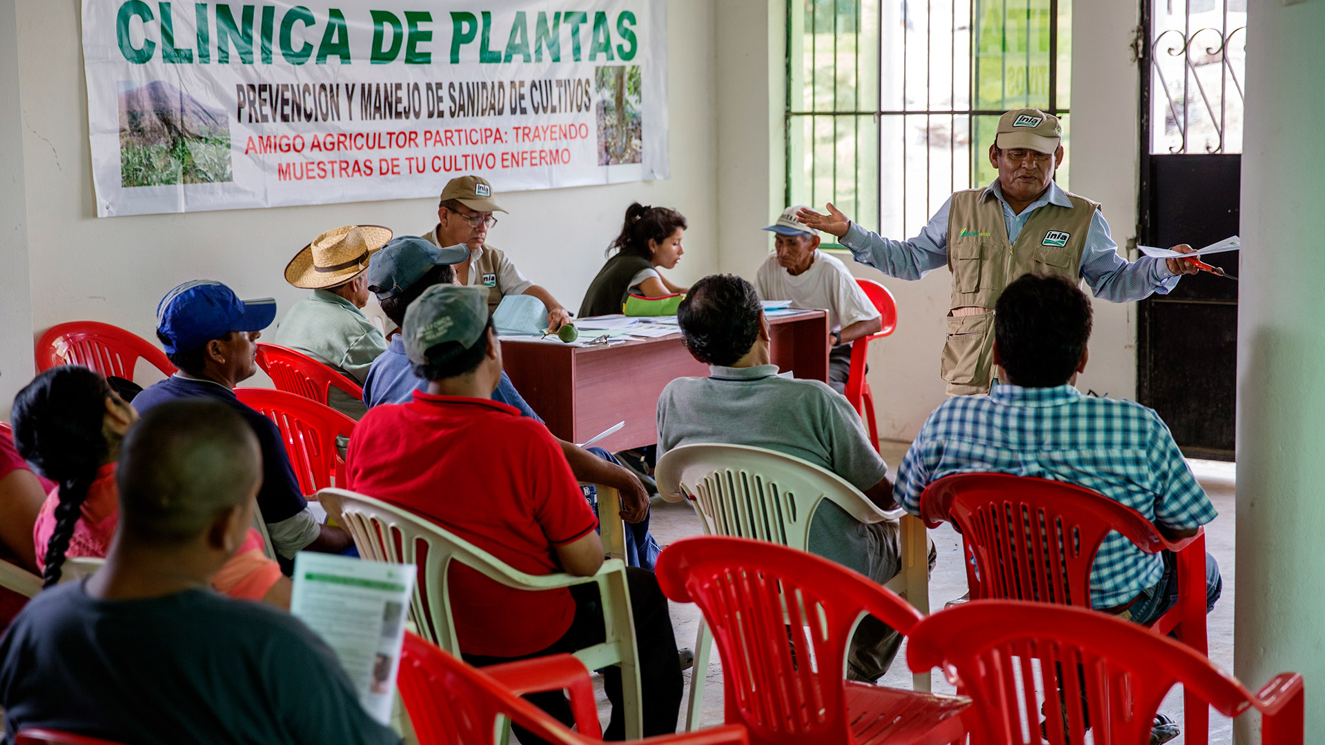 Farmers attending a plant clinic in Peru