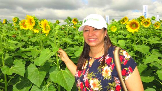 Yelitza Colmenarez in a sunflower field